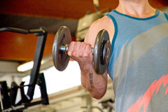 Athletic man with dumbbells Royalty Free Stock Photos