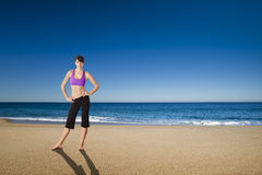 Athletic woman in the beach Royalty Free Stock Photos
