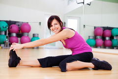 Athletic woman working out in a gym Royalty Free Stock Image