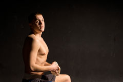 Athletic young boxer preparing for a fight Royalty Free Stock Photos
