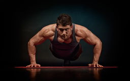 Athletic young man exercising Royalty Free Stock Images