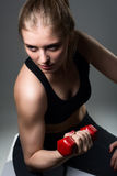 Athletic young woman doing a fitness workout with dumbbells Royalty Free Stock Photos