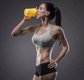 Athletic young woman doing a fitness workout Royalty Free Stock Photos