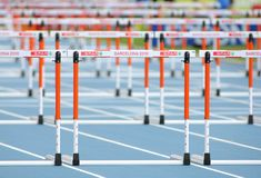 Athletik-Hürden lizenzfreie stockfotografie