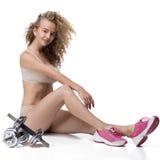 Athletisch, das Mädchen, schön, sitzt, lokalisiert Stockbilder