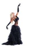 Athletische blonde Frau, die im schwarzen Tanzkostüm aufwirft Stockfoto