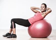 Athletische Frau, die Übung tut Lizenzfreies Stockfoto