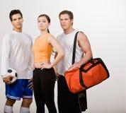 Athletische Freunde in der Sportkleidung lizenzfreies stockfoto