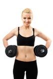 Athletische junge Dame, die mit Gewichten ausarbeitet Lizenzfreies Stockbild