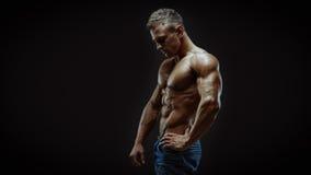 Athletischer junger Mann Stockbilder