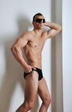 Athletischer Mann mit sechs-packen Stockfoto