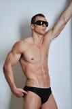 Athletischer Mann mit sechs-packen Lizenzfreies Stockfoto