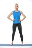 Athletisches Mädchen auf gymnastischer Matte Stockfoto