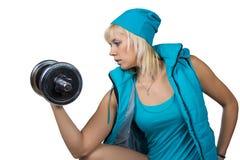 Athletisches Mädchen mit Dummköpfen Lizenzfreie Stockfotografie