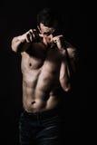 Athletisches Mann-Eignungs-Modell Lizenzfreie Stockfotos