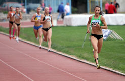 Athlets compete in 800 meters race Royalty Free Stock Photos