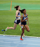 Athlets concurrencent dans les 800 mètres de chemin Image stock