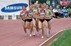 Athlets concurrencent en 5000 mètres de chemin Images stock