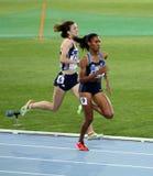 Athlets konkurrerar i de 800 räkneverken race Fotografering för Bildbyråer