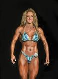 Athlète Poses de forme physique dans le bikini Image stock