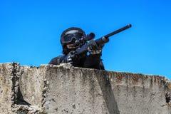 Atirador furtivo da polícia na ação Fotos de Stock Royalty Free