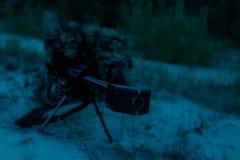 Atirador furtivo do exército em um stakeout Foto de Stock