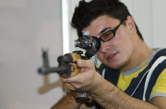 Atirador furtivo do rifle Fotos de Stock Royalty Free
