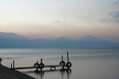 Atitlan früher Morgen des Sees Stockbilder