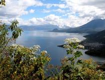 atitlan guatemala lago Arkivfoton