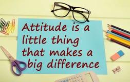 A atitude é uma coisa pequena que você faz uma diferença grande imagens de stock royalty free
