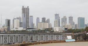 Atividade da construção do crescimento de alojamento na Índia de Mumbai foto de stock royalty free