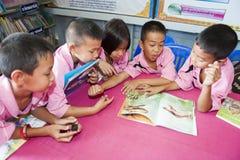 Atividade de aprendizagem na sala de aula foto de stock royalty free