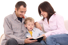 Atividade de lazer - família lida Foto de Stock Royalty Free