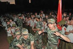 Atividade de treino militar 17 das estudantes universitário de China Imagem de Stock