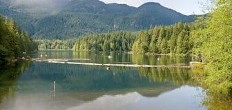 Atividade do lago Fotografia de Stock Royalty Free