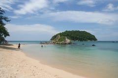 Atividade do turista na praia tropical da ilha de Phuket Fotos de Stock