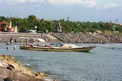 Atividade dos povos na praia de Sanur Imagem de Stock