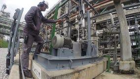 Atividade na planta de refinaria video estoque