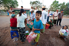 Atividades da manhã na estação de autocarro de Yangon Foto de Stock Royalty Free