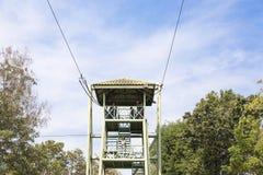Atividades exteriores de salto da torre do cabo do soldado para Fotos de Stock