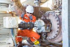 Atividades a pouca distância do mar da manutenção da indústria de petróleo e gás imagens de stock
