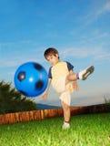 Atividades verdes bonitas do lugar e das crianças Fotos de Stock