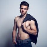 Atlético elegante desnudo sexual del cuerpo muscular Imágenes de archivo libres de regalías