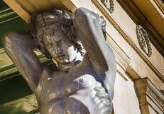 Atlant de l'ermitage dans la ville de St Petersbourg Photographie stock libre de droits