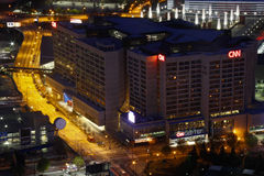 Atlanta - Center världshuvudkontor för CNN på natten 免版税图库摄影