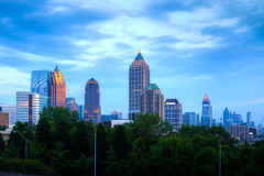Atlanta de stad in bij schemer Royalty-vrije Stock Foto