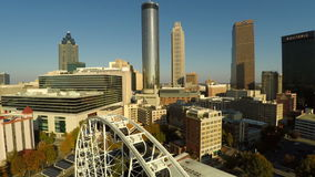 Atlanta flyg- Cityscape Ferris Wheel stock video