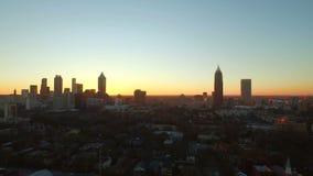 Atlanta flyg- Cityscapesolnedgång stock video