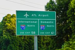 Atlanta Georgia Airport Interstate Directional Sign fotografie stock libere da diritti