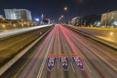 Atlanta Georgia Highway 85 Bestratingstekens en Horizonnacht Stock Foto's